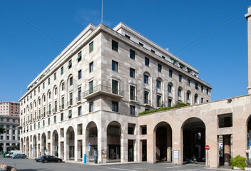 Genua  Italien  der Palazzo INPS nach Entwuerfen von Marcello Piacentini  errichtet 1937