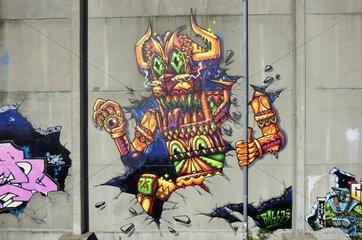 Graffiti an der Wand eines alten Lagergebaeudes in der Hafencity  Hamburg  Deutschland