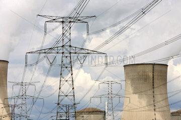 Cattenom  Frankreich  Kuehltuerme des franzoesischen Kernkraftwerkes Cattenom