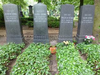 Berlin  Ehrengrab  Grimm