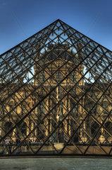 Louvre Pyramide Paris