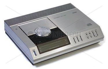 erster CD-Player der Welt: Philips CD 100  1983