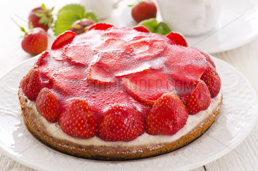 biscuit cake with strawberries