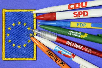 Kugelschreiber deutscher Parteien auf EU-Fahne  Europawahl
