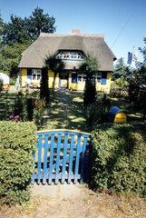 Reedhaus mit Vorgarten
