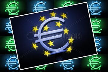 EZB-Eurozeichen vor dunklem Himmel  Eurokrise