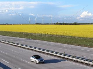 PKW auf der Autobahn A9 bei Leipzig