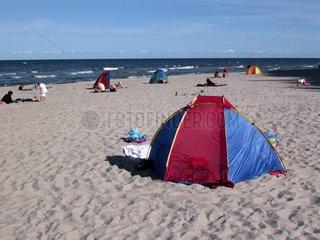 Strand bei Sellin   Wind und Sonnenschutz an der Ostsee