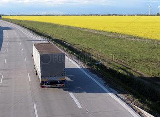 LKW auf der Autobahn A9 bei Leipzig