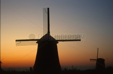Windmuehle Abendlicht rot  Holland