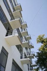 D-Sachsen-Anhalt: Dessau  Bauhaus  Hauptgebaeude  Balkone