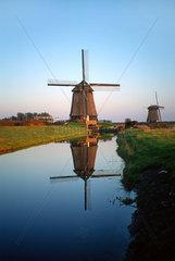 Windmuehle Abendlicht rot  Holland