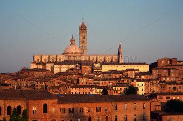 Italien  Toskana  Siena  der Dom im Abendlicht