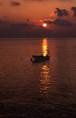 Sonnenaufgang ueber dem Meer