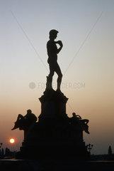 Davidskulptur bei Sonnenuntergang  Florenz Italien