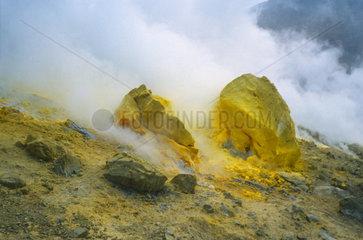 Italien  Aelosiche Inseln  Vulcano  Schwefel im Vulkankrater