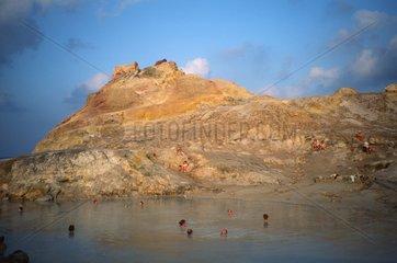 Italien  Aelosiche Inseln  Vulcano  Baden im Schwefelsee