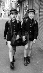 Japan  Tokio  2 Schuljungen  1987