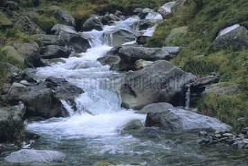 Hautes Pyrenees Massiv de Neouvielle  La Gaubi  Wildbach Escoubous