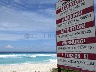 Seychellen  Grand Anse  Warnschilder wegen der Stroemung