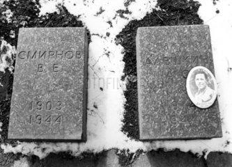 Leningrad Gr___ber der Gefallen w___hrend der detuschen Belagerung
