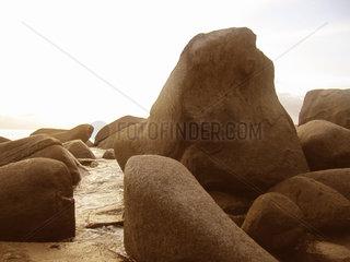 Seychellen  Beau Vallon Beach  Felsen
