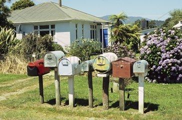 Neuseeland  Suedinsel: Briefkaesten Briefkaesten