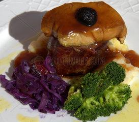 tournedo rossini filet steak mit gaenseleber und schwarzen trueffel