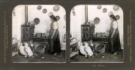 Frau am Herd  beim Kochen  Stereofoto 1904