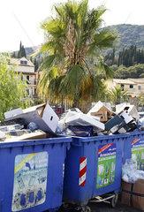 Muellberge auf der griechischen Insel Korfu