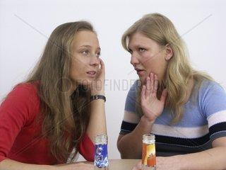 Frauen fluestern