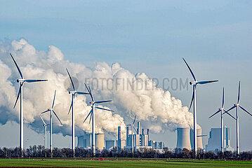 Kohlekraftwerk Neurath am Morgen