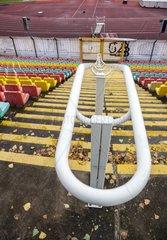 Treppe und Sitzplaetze in einem Sportstadion