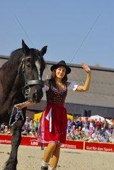 Hengstparade  Pferdeszene mit Kaltblut und sexy Schwarzwaelderin  Hengstparade im Haupt- und Landgestuet Marbach am 02.10.2011.