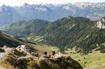 Wanderung im Bergmassiv Bornes Massif des Bornes bei Annecy  Savoyen  Frankreich