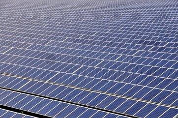 InTroisdorf-Oberlar ist die derzeit groesste Freiflaechen-Photovoltaikanlage in NRW auf einer Flaeche von 80.000 qm mit einer Leistung von 3600 kWp installiert  Troisdorf  Nordrhein-Westfalen  Deutschland  Europa -