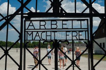 Dachau  Deutschland  Eingangstor zur KZ-Gedenkstaette Dachau
