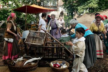 Altdorf  Deutschland  Nachstellung eines Zigeunerdorfes bei den Wallenstein-Festspielen