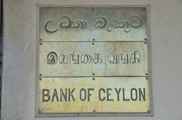 Dreisprachiges Metallschild  Bank of Ceylon  BOC  staatliche Geschaeftsbank in Sri Lanka  Galle  Sri Lanka  Suedasien  Asien