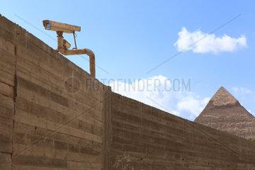 Ueberwachungskamera  Pyramiden  Gizeh  Aegypten  30.01.2011