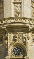 Neo-gotische Details am denkmalgeschuetzten Gebaeude der Hannoverschen Bank  heute Sitz der Deutschen Bank  am Georgsplatz in Hannover  Deutschland