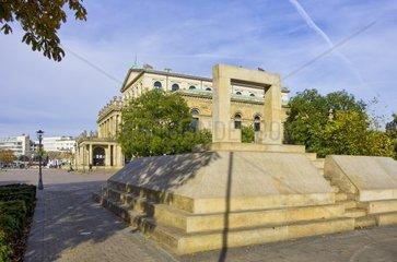 Mahnmal fuer die ermordeten Juden Hannovers auf dem Opernplatz zu Hannover  Deutschland