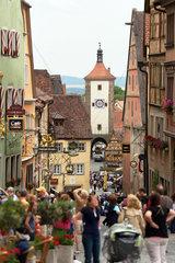Rothenburg ob der Tauber  Deutschland  Blick auf Schmiedgasse und Siebersturm