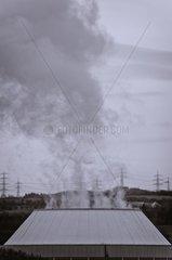 Kuehlturm eines Kraftwerkes in Schwarzweiss  Atomkraftwerk Neckarwestheim  Deutschland