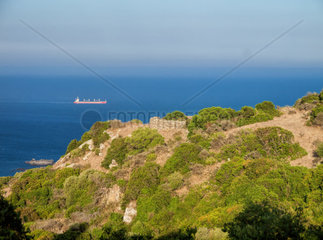 Blick von Spanien auf die Strasse von Gibraltar. Parque del Estrecho  Algeciras  Andalusien  Spanien  Europa