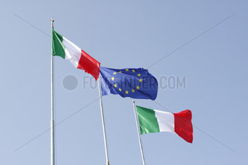 Italienische und Europaeische Fahne