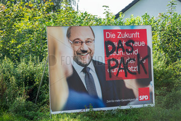 beschmierte Wahlplakate