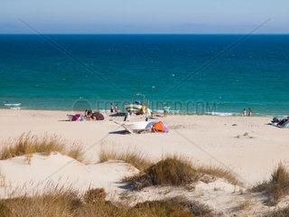 Bolonia  Tarifa  Spanien  Costa de la Luz Menschen am Strand
