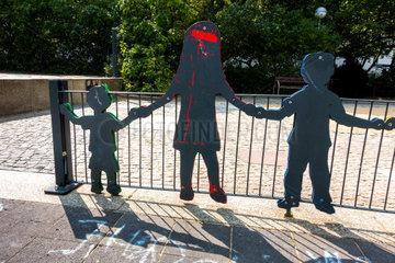 Figuren an einem Kinderspielplatz