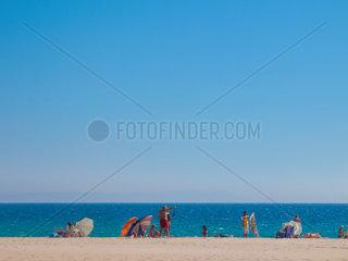 Menschen am Strand von Bolonia  Tarifa  Spanien